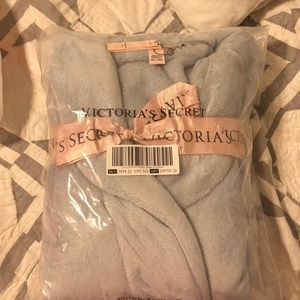 💕NIP Victoria's Secret Cozy Robe. Size M/L